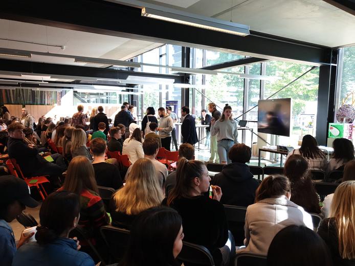 Het Europadebat in de aula van het Eindhovense Summa College.