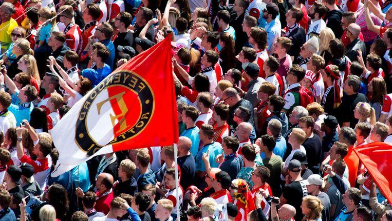 Feyenoordsupporters op de Coolsingel. Leo Verheuls 'Coolsingel!' komt binnen op 38 in de bestsellerlijst. Beeld anp