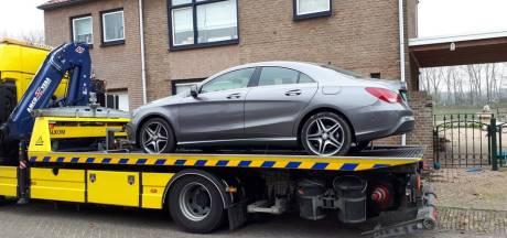 Gestolen Mercedes en spullen voor hennepkweek gevonden bij woning in Den Bosch