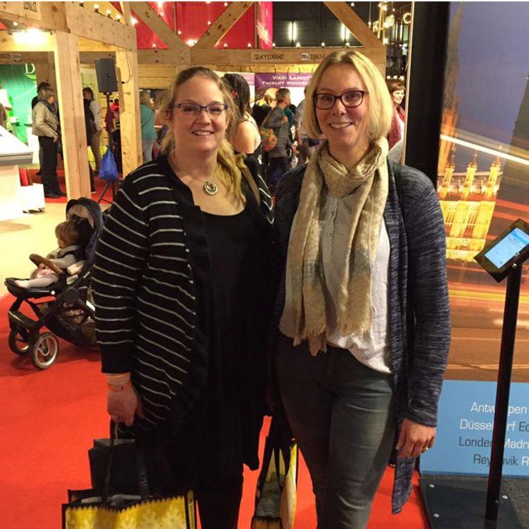 Margot Kaasjager (l) en Janet Heusinkveld uit Balkbrug. Beeld