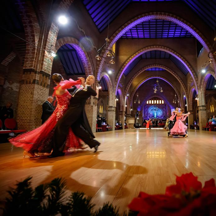 De voormalige Noordhoekse kerk is een prima locatie voor een internationale stijldanswedstrijd.