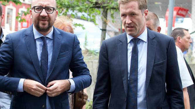 Charles Michel en Paul Magnette hebben aangrijpende ontmoeting met familie van gewonde agente