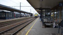 """""""Politie weigerde bescherming"""": koppel wordt aangevallen en moet treinrit afwerken mét herrieschoppers aan boord"""