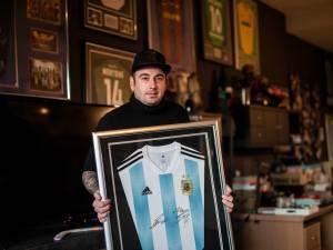 """Heusdenaar Davy Thys (35) bezit voetbaltrui met handtekening van overleden voetbalicoon Maradona: """"Voor geen geld ter wereld te koop"""""""