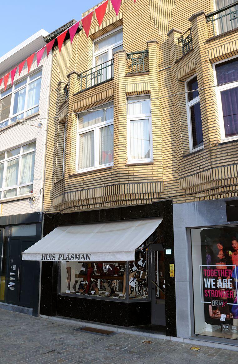Huis Plasman ligt in de Herentalse zandstraat, verscholen tussen de grote winkelketens