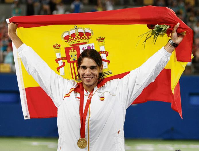 Nadal met zijn gouden medaille op de Olympische Spelen van 2008 in Peking. De dag erna was hij voor het eerst nummer één van de wereld.