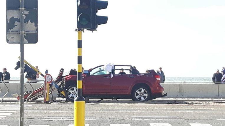 De auto's raakten raakten zwaar beschadigd bij het ongeval op de Zeedijk in Raversijde