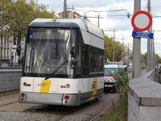 Tram deels ontspoord aan Bolivarplaats: tramverkeer kortstondig verstoord