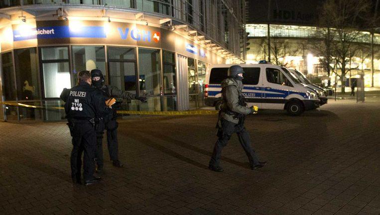 Duitse agenten sluiten dinsdag het gebied rond het stadion af. Beeld anp
