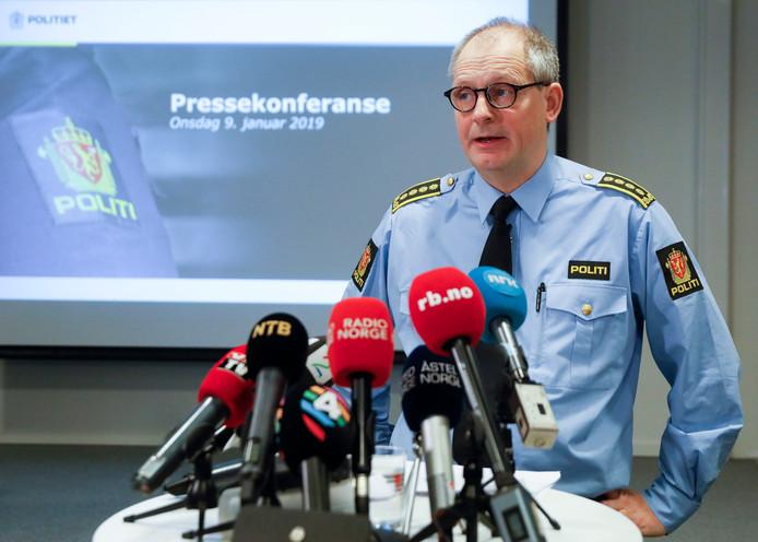 Rechercheur Tommy Broske op de persconferentie waarop de ontvoering bekend werd gemaakt