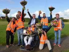 Bloemen voor wijkteam Reinaerde: 'Wij houden Houten schoon en netjes'