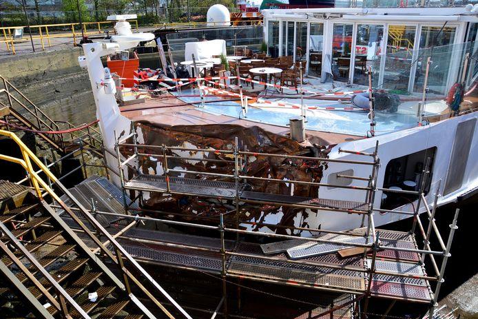 De Viking Idun op de scheepswerf in Amsterdam, waar het ter reparatie lag.