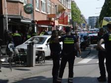 Auto rijdt terras op in Den Haag nadat bestuurder in slaap valt