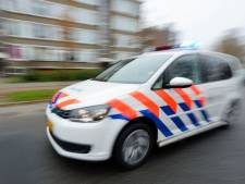 Politie haalt na tip grote hoeveelheid juwelen boven uit Goudse sloot
