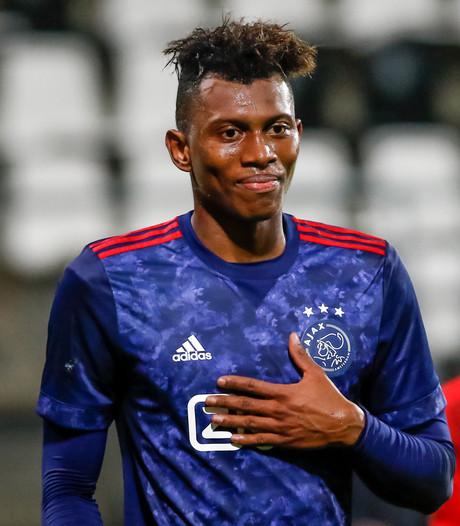 Jong Ajax raakt achterop bij NEC na verlies in Alkmaar