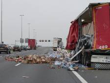 A1 bij Deventer weer vrij na ongeluk met vrachtwagen bij Bathmen