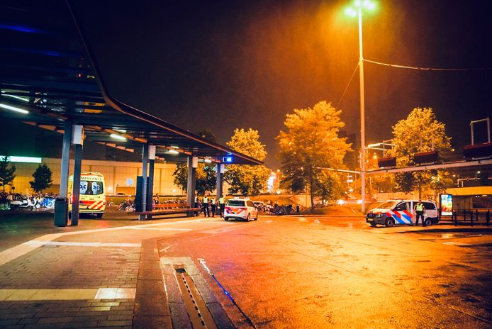 Twee aanhoudingen na steekincident bij het station in Eindhoven.