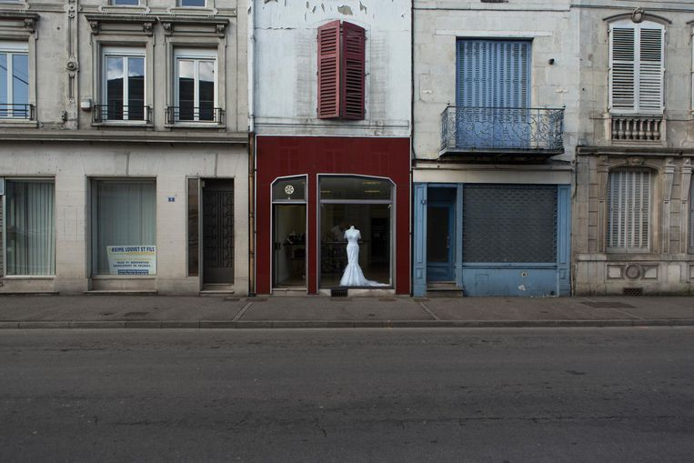 De Rue Leroux, ooit de belangrijkste winkelstraat van Ligny-en-Barrois, nu een aaneenschakeling van lege en vervallen panden Beeld null