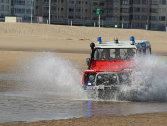 Alerte wandelaar redt vrouw uit zee