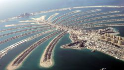 Piepjonge cokedealers verbrasten alles aan decadente feestjes, luxewagens en reisjes naar Dubai. Nu riskeren ze 1 miljoen euro te moeten dokken