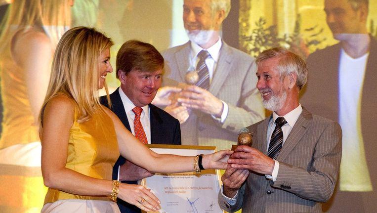 Prins Willem-Alexander en prinses Maxima overhandigen op Paleis Noordeinde de Appeltjes van Oranje 2012 aan de winnaars van de Wijkboerderij Baalder van de stichting Groene Welle in samenwerking met Stichting Baalderborg. Beeld anp