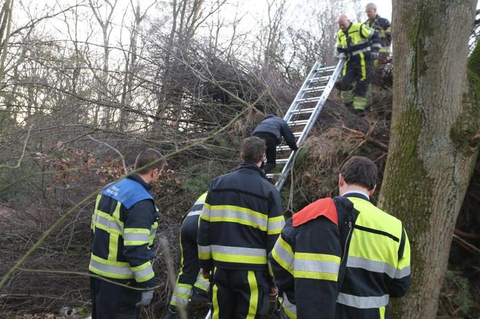 Met de ladder kwam Mats er weer uit.
