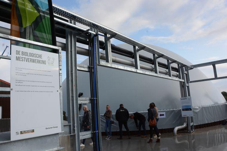 Alle mest komt terecht in een biogasinstallatie die groene stroom levert voor 2.000 gezinnen.