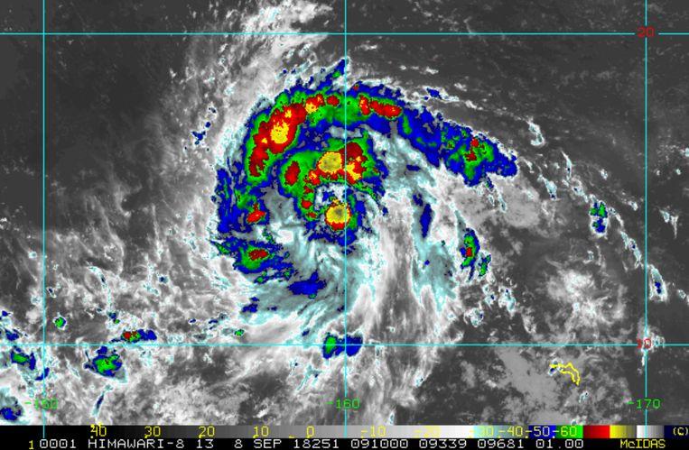 """Manghkut. """"Enkele eilanden in de Stille Oceaan zullen zich moeten voorbereiden op zware regenval, hoge golven en extreem harde wind"""", aldus Dexy Roelvink van de weerdienst NoodweerBenelux."""