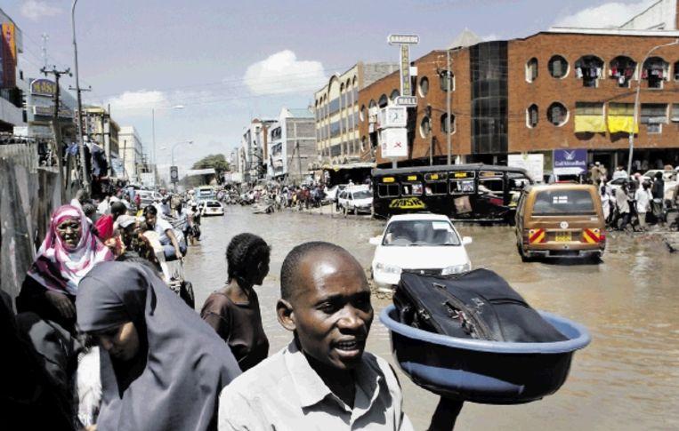 Somalische verkopers van qat, een veelgebruikt verdovend middel in de regio, in de straten van Eastleigh. (FOTO'S JAN-JOSEPH STOK) Beeld