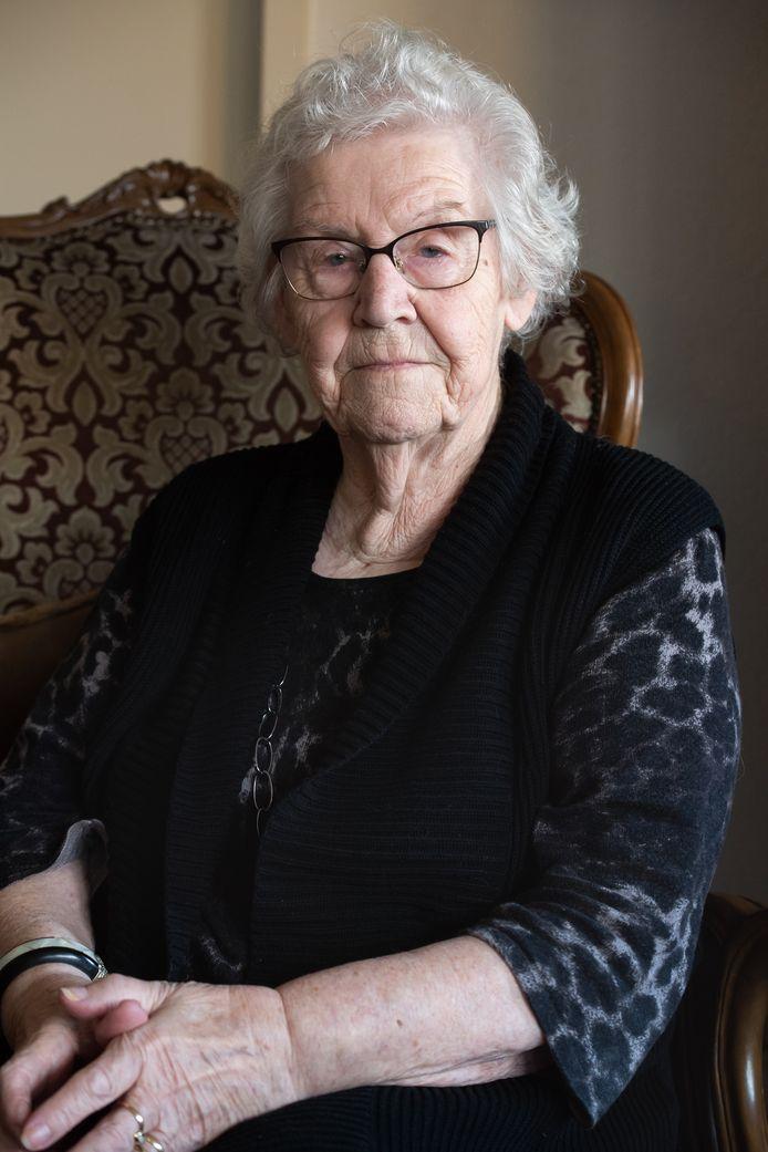Joke Hesselberth-Emmen (1928-2020) verloor in de nacht van 10 op 11 januari 1945 in Dongen door een granaatinslag vier broers en één zus.