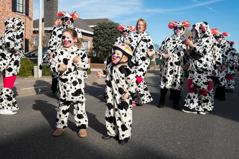 Centrum Aartselaar wordt voor de 36e keer belegerd door koeien, clowns, marionettes, fanfares, praalwagens en andere gekke figuren.