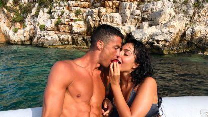 Ronaldo geniet met vriendin