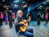 Tip van Règâhs-zanger Johan Frauenfelder aan de nieuwe burgemeester: 'Zet het beeldje van Haagse Harry volop op uw bureau'