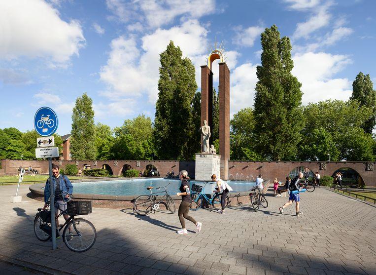 Het Monument Indië-Nederland aan het Olympiaplein, opgericht voor generaal Van Heutsz, is altijd al omstreden geweest. Beeld Lard Buurman