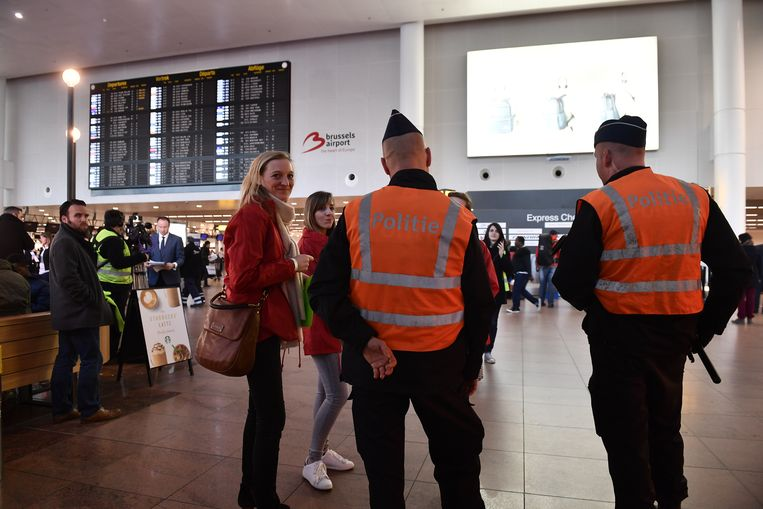 Politie op de luchthaven van Zaventem. Archieffoto.