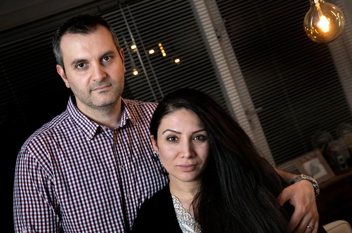 Sadegül Manti en Sefer Özbek Eindhoven verloren hun kindje bij de bevalling in het MMC.