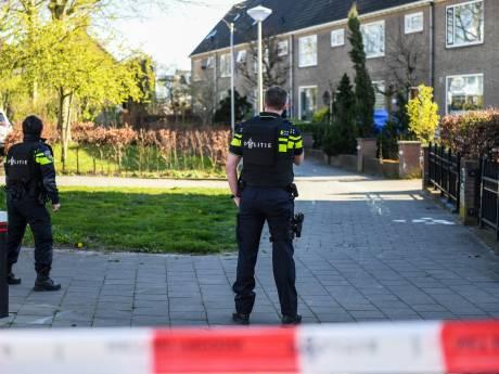 Politie arresteert man in IJsselstein die in woning in Alphen met vuurwapen dreigde