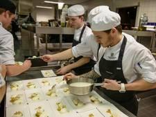 Eten bij leerlingen van Almelose horecaopleiding