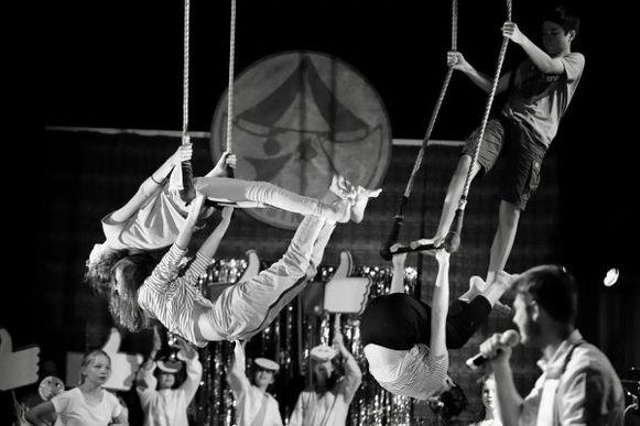 Impressie van de vorige voorstelling van schoolcircus Estropov.