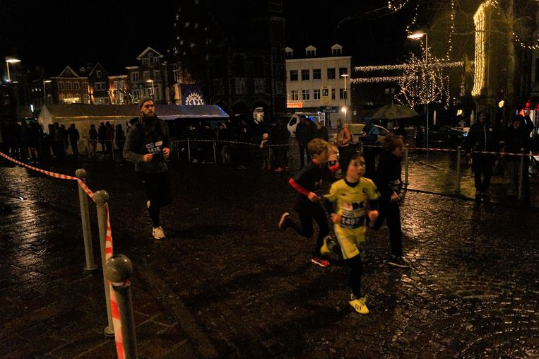 Deelnemers werden helemaal uitgeregend op de 33ste Rotary Kerstcorrida in Tielt.
