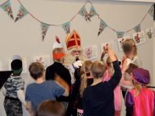 Sinterklaasactie voor minderbedeelde kinderen in Nijverdal gaat door: 'Soms lijkt speelgoed zo uit winkel te komen'