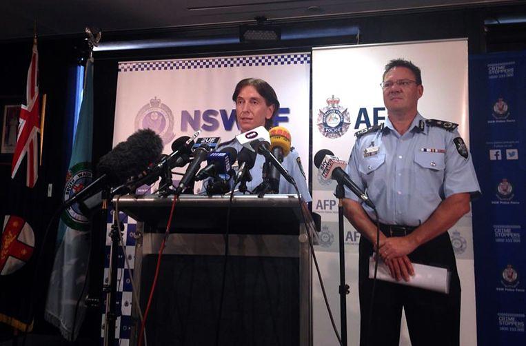 ¿ De politie tijdens een persconferentie.