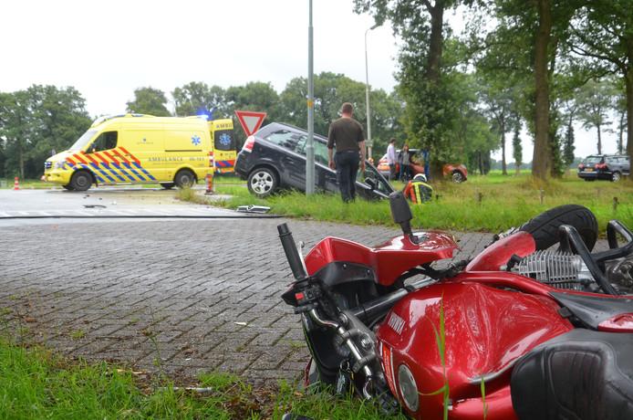 De motor van het slachtoffer na de frontale aanrijding bij Laren.