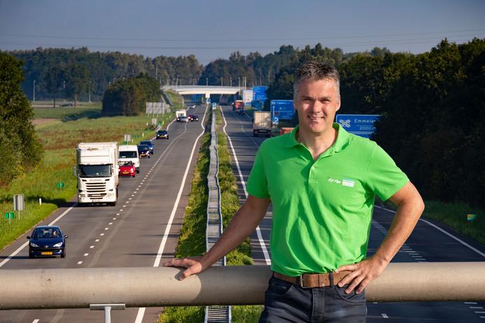 Kerst Beuckens uit Emmeloord is voorzitter van Triathlon Noordoostpolder. Hij bedacht dat het wel aardig zou zijn om over de N50 te fietsen en kreeg het voor elkaar. Zondag kunnen duizend  triatleten over de N50 fietsen tussen Emmeloord en Ens.