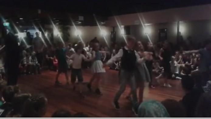 Still uit bijgevoegde video met een fragment van het schoolkampioenschap stijldansen 2016 in Apeldoorn