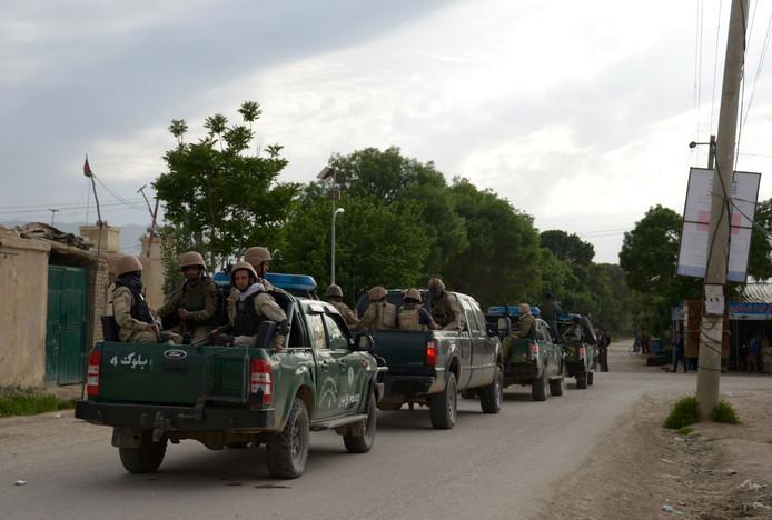 Afghaanse troepen reageren op de aanval