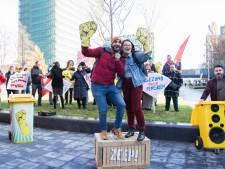 Studenten steunen demonstrerende schoonmakers op De Uithof