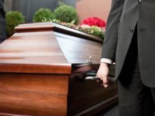 Doodverklaarde man verschijnt levend op eigen begrafenis