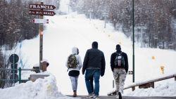 """Berggidsen in Alpen slaan alarm: """"Alleen in lente zullen we weten wat er zich onder de sneeuw bevindt. Toeristen kunnen dode migranten vinden"""""""