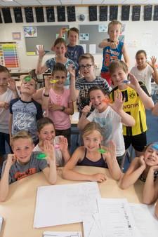 Groep 7 van Dirk Heziusschool in Heeze in de ban van spinners